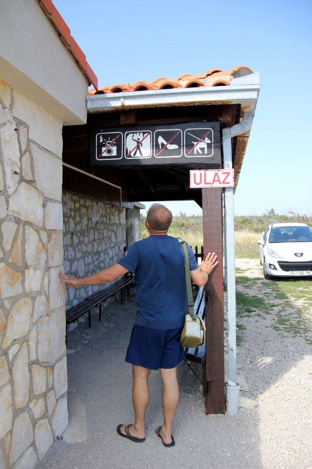 Ulaz u špilju, gdje se kupuju i ulaznice. - Špilja Biserujka