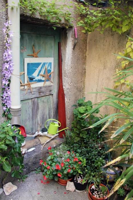 Predivno uređen kutak u jednoj od mnogih uličica u Vrbniku