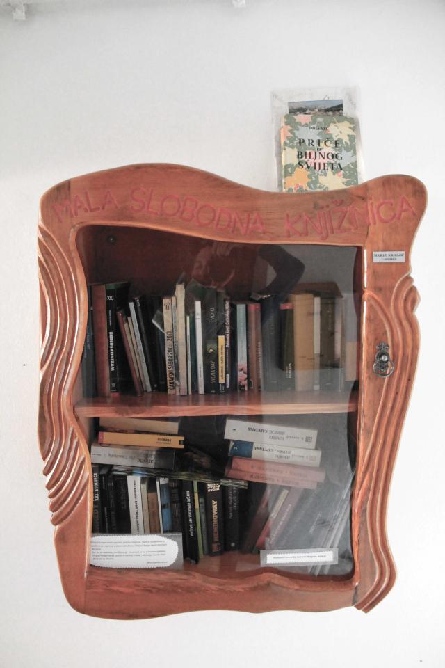 Mala slobodna knjižnica
